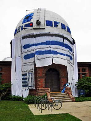 A building at Carleton College dressed like R2D2